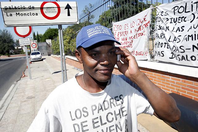 """Tres meses acampado ante la Moncloa por """"los abusos de los bancos"""""""