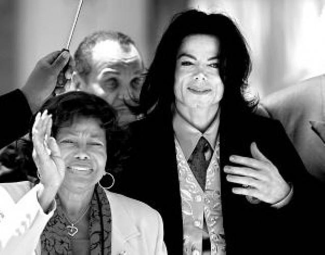 La madre de Michael Jackson obtiene la custodia de los niños