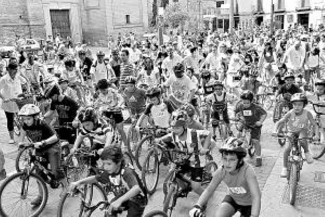 La fiesta de la bicicleta congrega a casi 400 participantes