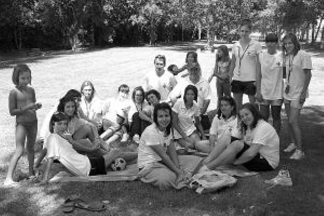 Más de 80 niños participan en una acampada de Cruz Roja en El Bosquete