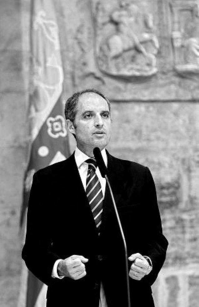 El Tribunal de Valencia archiva la causa abierta por los trajes de Francisco Camps