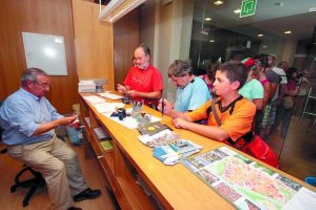 Cientos de peregrinos abarrotan los albergues de Pamplona y Comarca