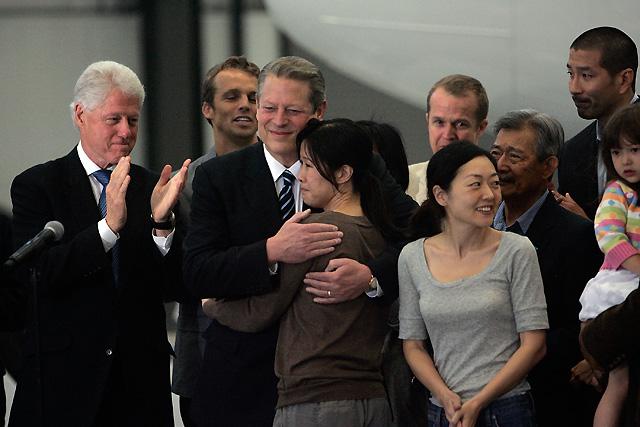 Llegan a California las dos periodistas estadounidenses liberadas por Corea del Norte