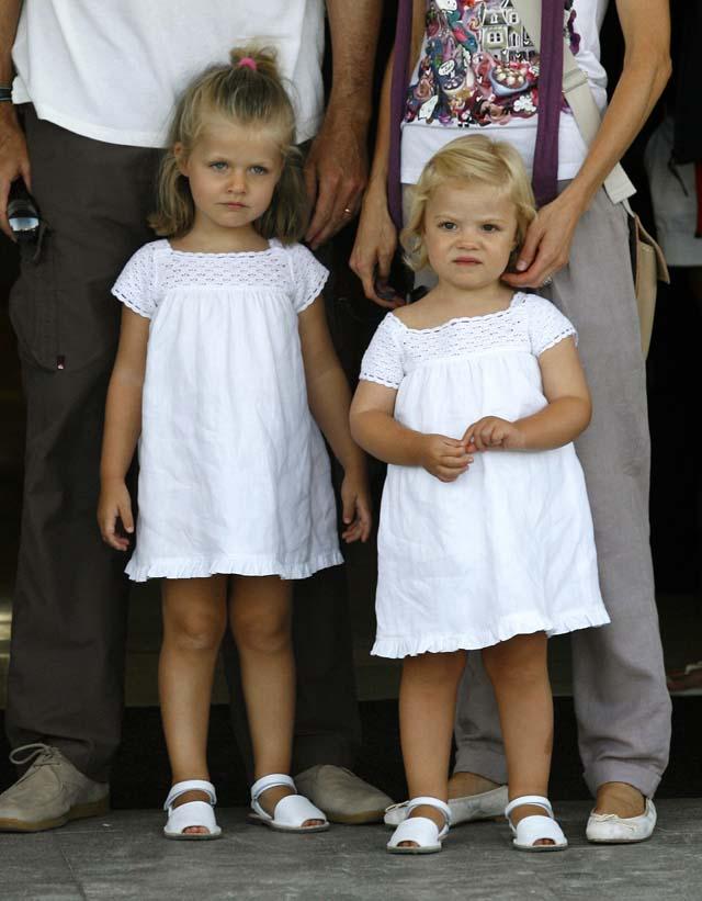 Los Príncipes pasean con sus hijas en Palma antes de la competición de vela