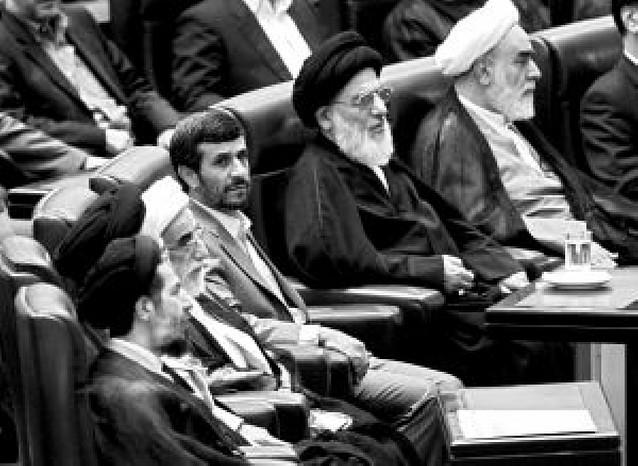 Ahmadineyad jura su segundo mandato y cierra dos meses de crisis