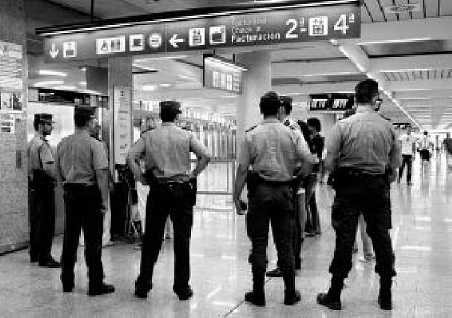 Interior moviliza a todos los cuerpos de policía en busca de coches bomba de ETA