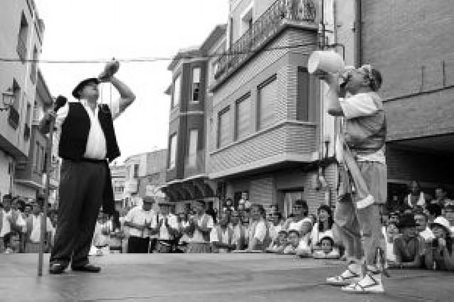 El paloteado vuelve a bailarse ante más de 1.000 personas