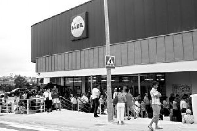 Un nuevo supermercado abierto ayer en Burlada crea 17 puestos de trabajo
