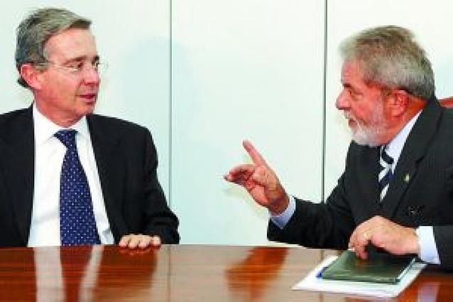 Uribe mide con sus países vecinos las consecuencias de ceder sus bases a EE UU