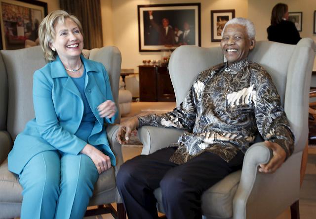 Hillary Clinton anima a Sudáfrica a presionar al Gobierno de Zimbabue para llevar a cabo reformas