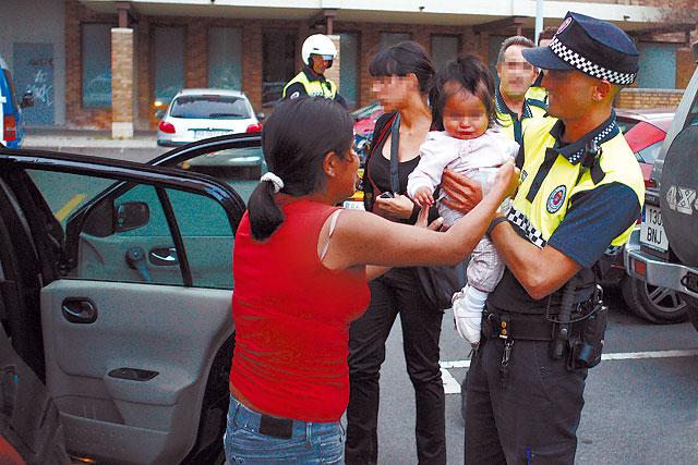 Roban en Pamplona un coche con una niña de 1 año dentro