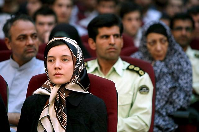 Sarkozy exige la liberación de una francesa juzgada en Irán por los disturbios