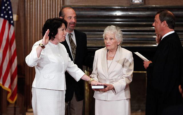Sotomayor jura su cargo como nueva juez del Supremo de EE UU