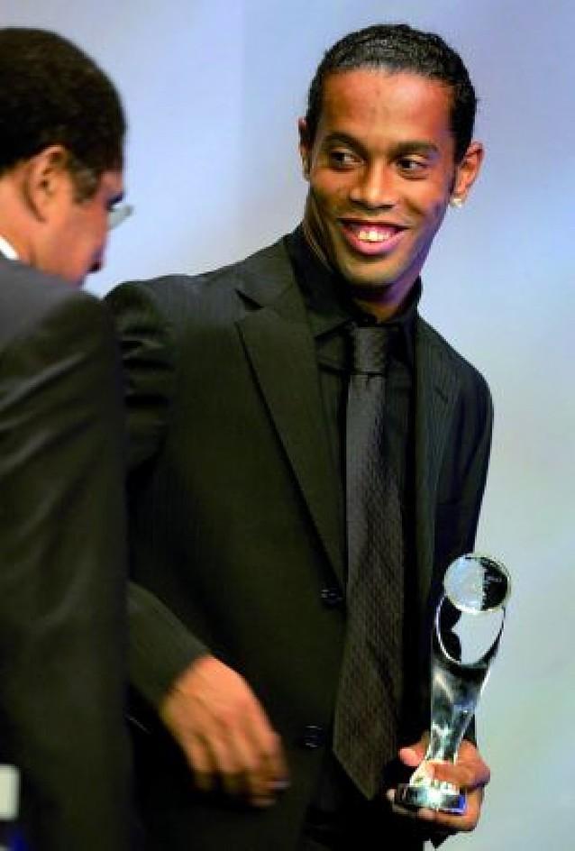 Obligan a Ronaldinho a ir a casa para dormir