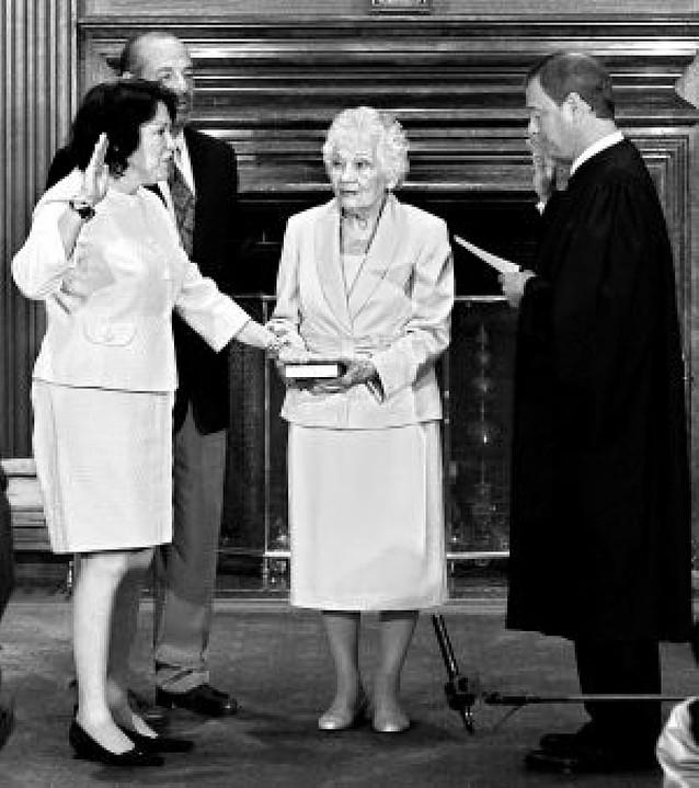 Sotomayor jura su cargo como magistrada del Supremo de EE UU