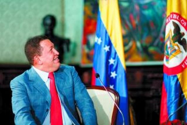 Chávez da marcha atrás y ordena el retorno a Colombia de su embajador