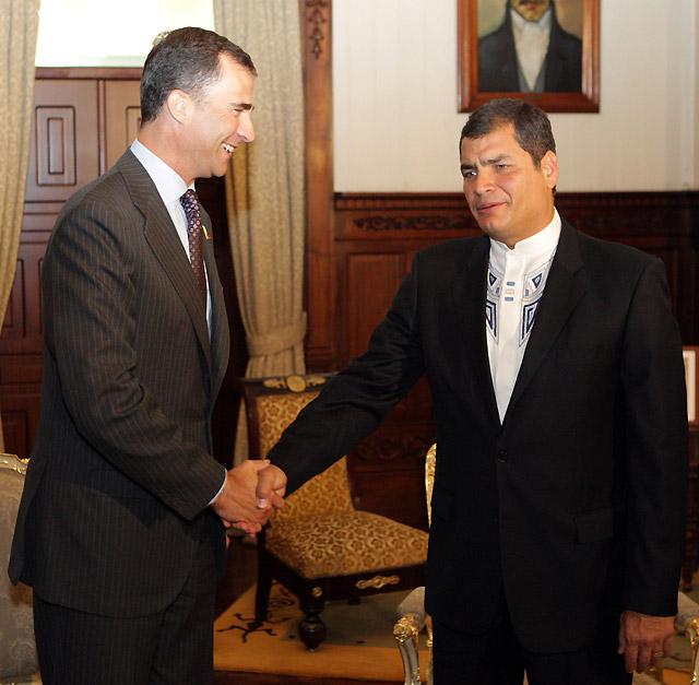 El Príncipe Felipe recibe la solidaridad de Correa por el atentado de ETA