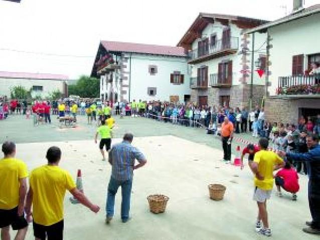 El día del valle de Anué celebrado en Aritzu tuvo al deporte rural como protagonista