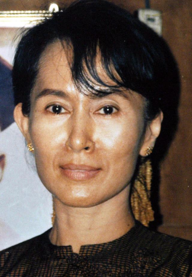 La premio Nobel de la Paz Suu Kyi es condenada a tres años de prisión