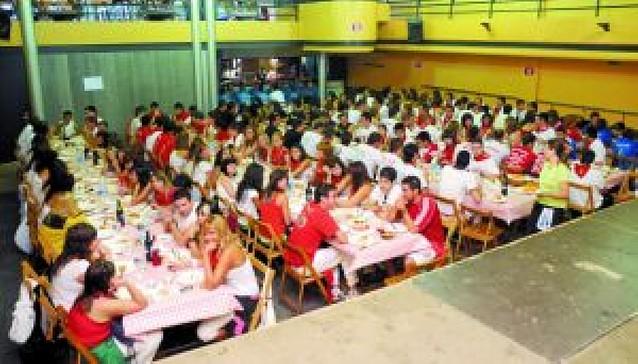 Funes celebra el día de las peñas con una comida popular