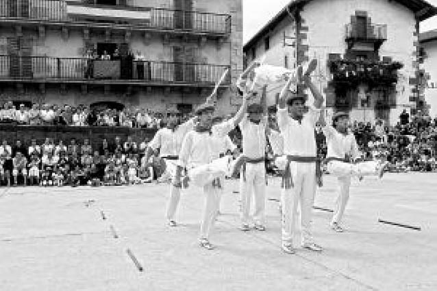 Danza y pelota para el día grande de Leitza