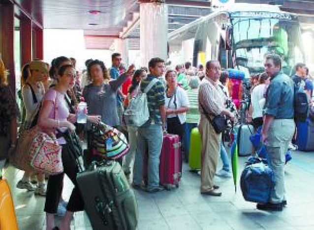 Las tormentas cortan la línea del AVE en Toledo y afectan a 6.000 viajeros