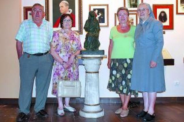 La Casa-Museo de Vicenta María recibe la maqueta del monumento a la santa