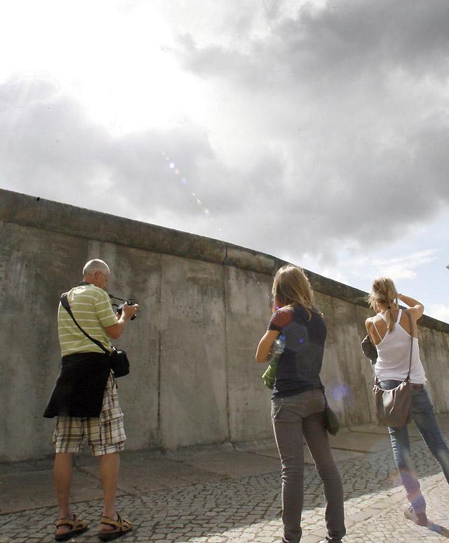 Berlín recuerda medio siglo después la tragedia y la vida diaria tras el Muro