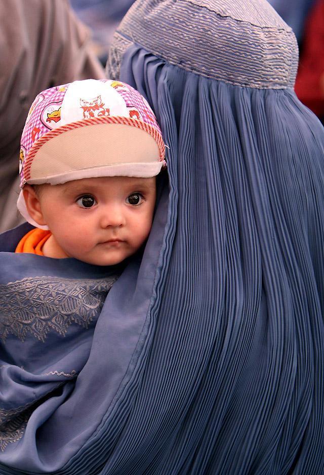 Una diputada afgana pide la integración de la mujer en la sociedad afgana