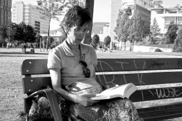 Leyendo el desenlace de las aventuras de Lisbeth