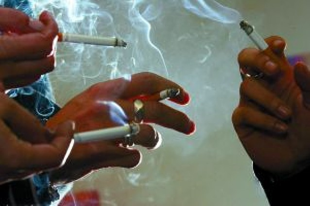 Tres mil bares tendrán que prohibir fumar si se modifica la Ley Antitabaco