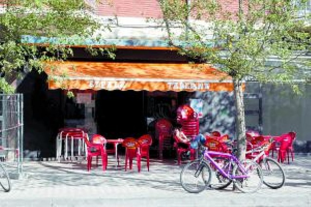 El juez imputa a los dueños de dos bares de Pamplona por no retirar fotos de etarras