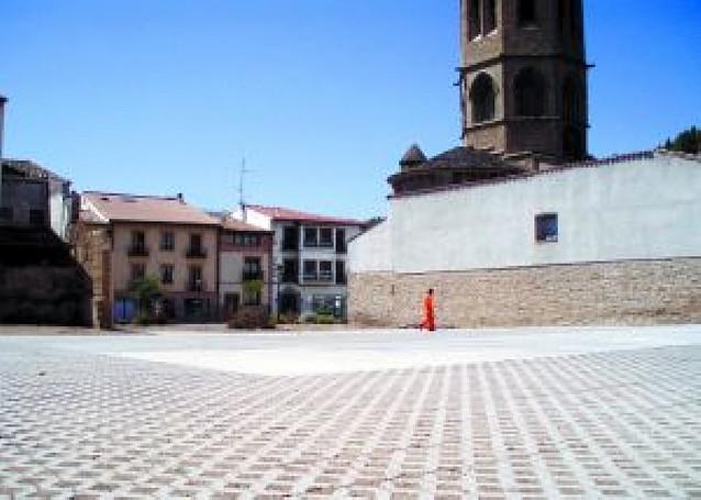 Sangüesa habilita un parking de 30 plazas junto a Santa María