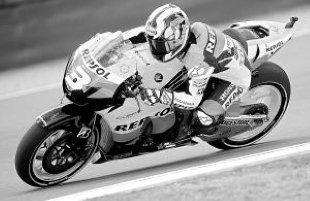 Lorenzo marca el ritmo en los primeros libres