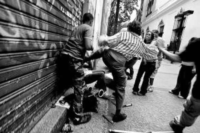 Protestas de estudiantes y periodistas en Venezuela en contra de la ley de educación