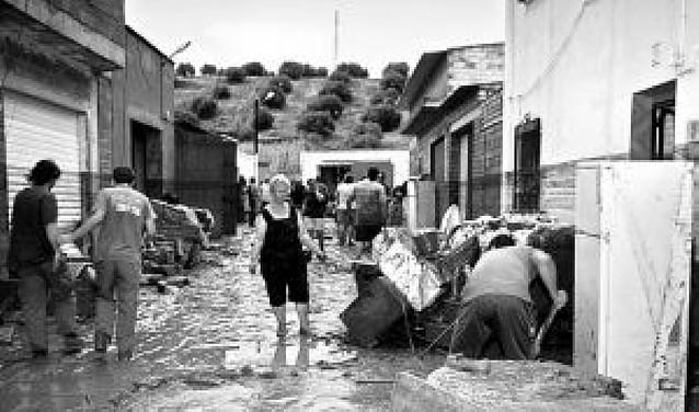 Una tromba de agua inunda un centenar de viviendas en Jaén