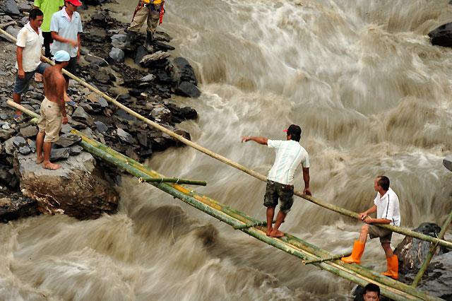 """Miles de personas siguen aisladas en Taiwán ocho días después del paso del """"Morakot"""""""