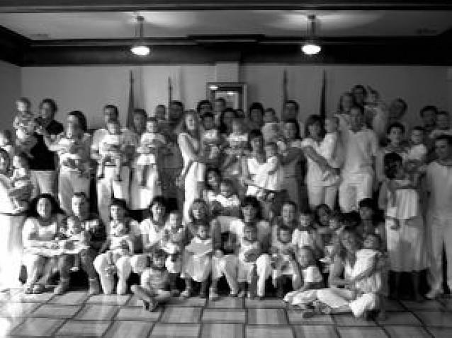Buñuel entrega pañuelos de fiestas a los nacidos en 2008