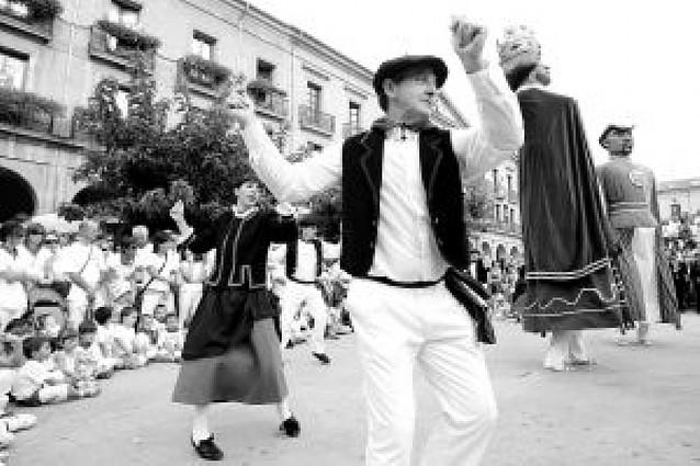 San Sebastián, entre jotas y bailes