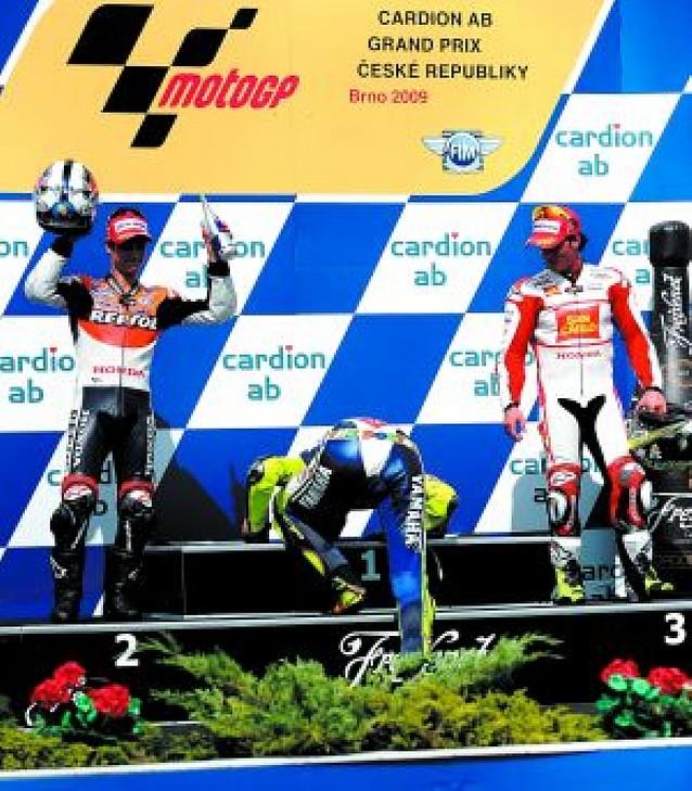 Rossi da un golpe de autoridad en Brno