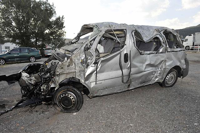 Cuatro trabajadores fallecidos y un herido al salirse de la vía su furgoneta en Segovia