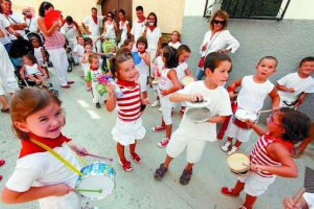 Tambores y trompetas en las calles de Mendigorría