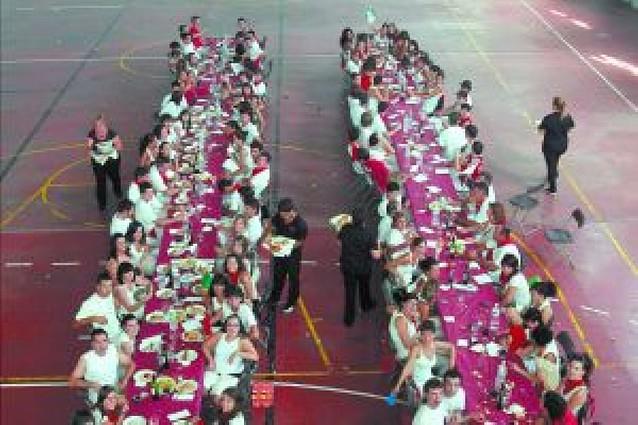 El Día de las peñas reúne a 135 comensales en Santacara