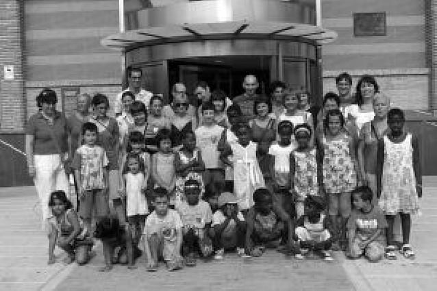 Niños guineanos visitan el aula de la energía y el museo