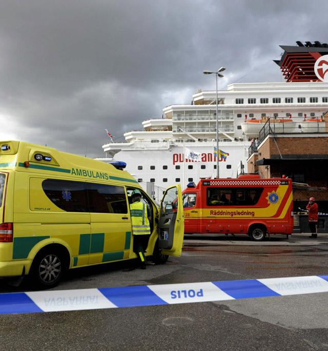 Dos tripulantes heridos al incendiarse un crucero de una operadora española