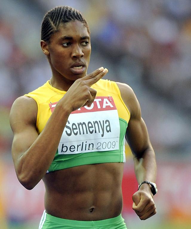 La atleta sudafricana Caster Semenya podrá competir mientras se confirma si es mujer