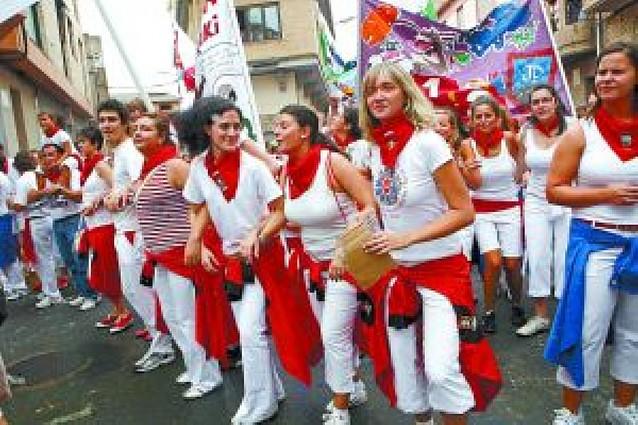 Las cuadrillas protagonizaron el inicio festivo