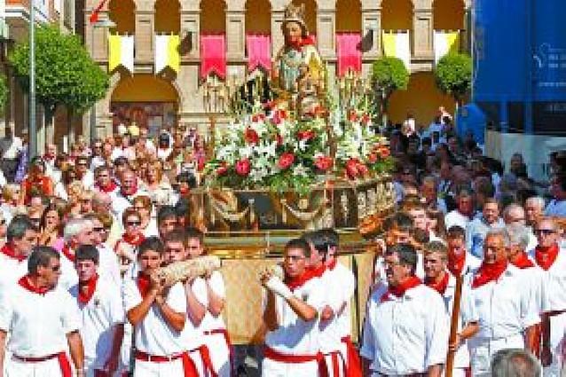 Los jóvenes pasearon a la Virgen del Olmo