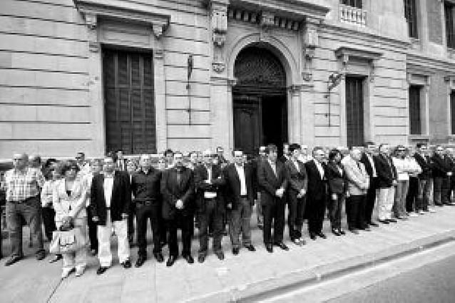 El pacto por la convivencia y contra ETA enfrenta a los grupos políticos