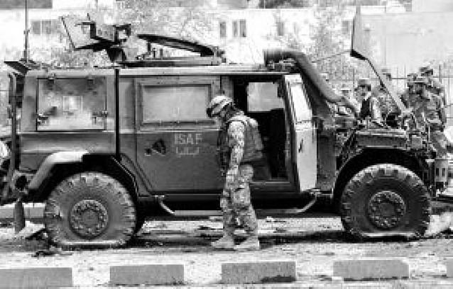 Seis soldados italianos y diez civiles mueren en un atentado en Afganistán